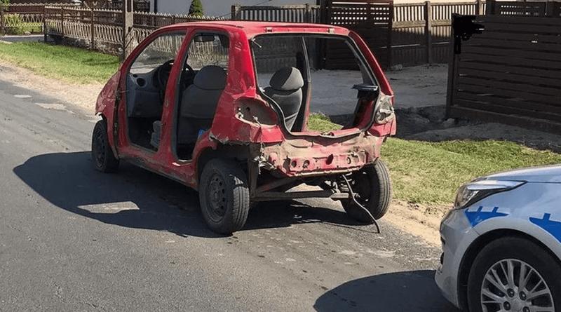 Pijany 25-latek jechał autem bez drzwi, maski i klapy bagażnika
